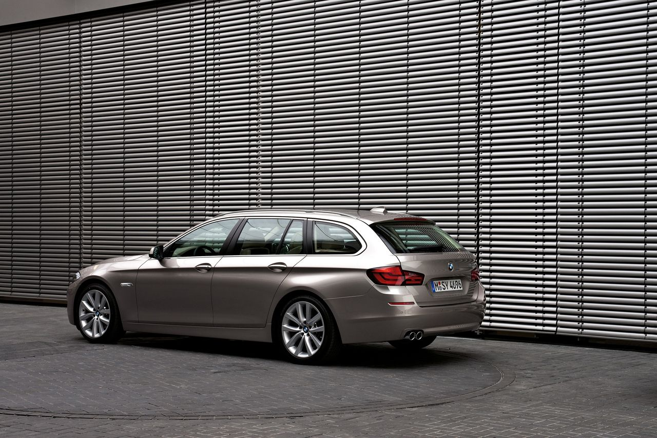 BMW 5-Series Touring 2010